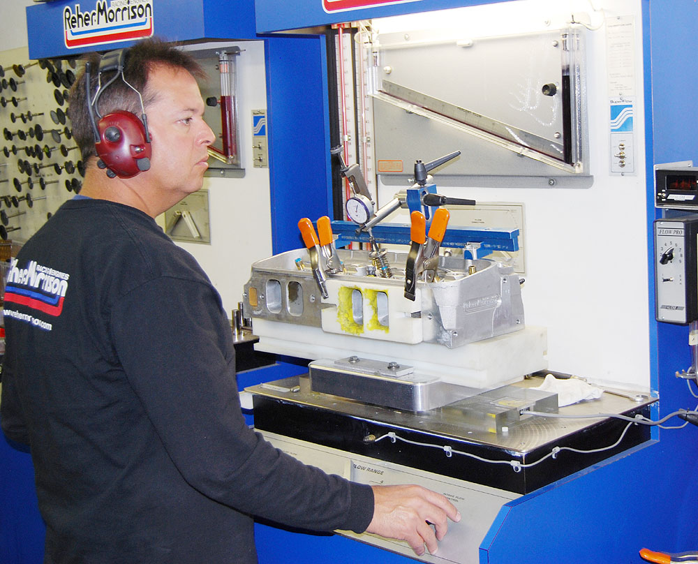 Brad flow bench testing cylinder head