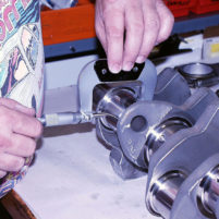 Measuring crankshaft journals